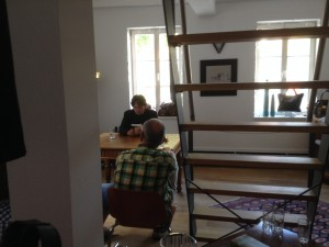 Helmut Orpel bei der Lesung von Tintorettos Geheimnis im Haus von UNICO - das Haus der Marken und Manufakturen