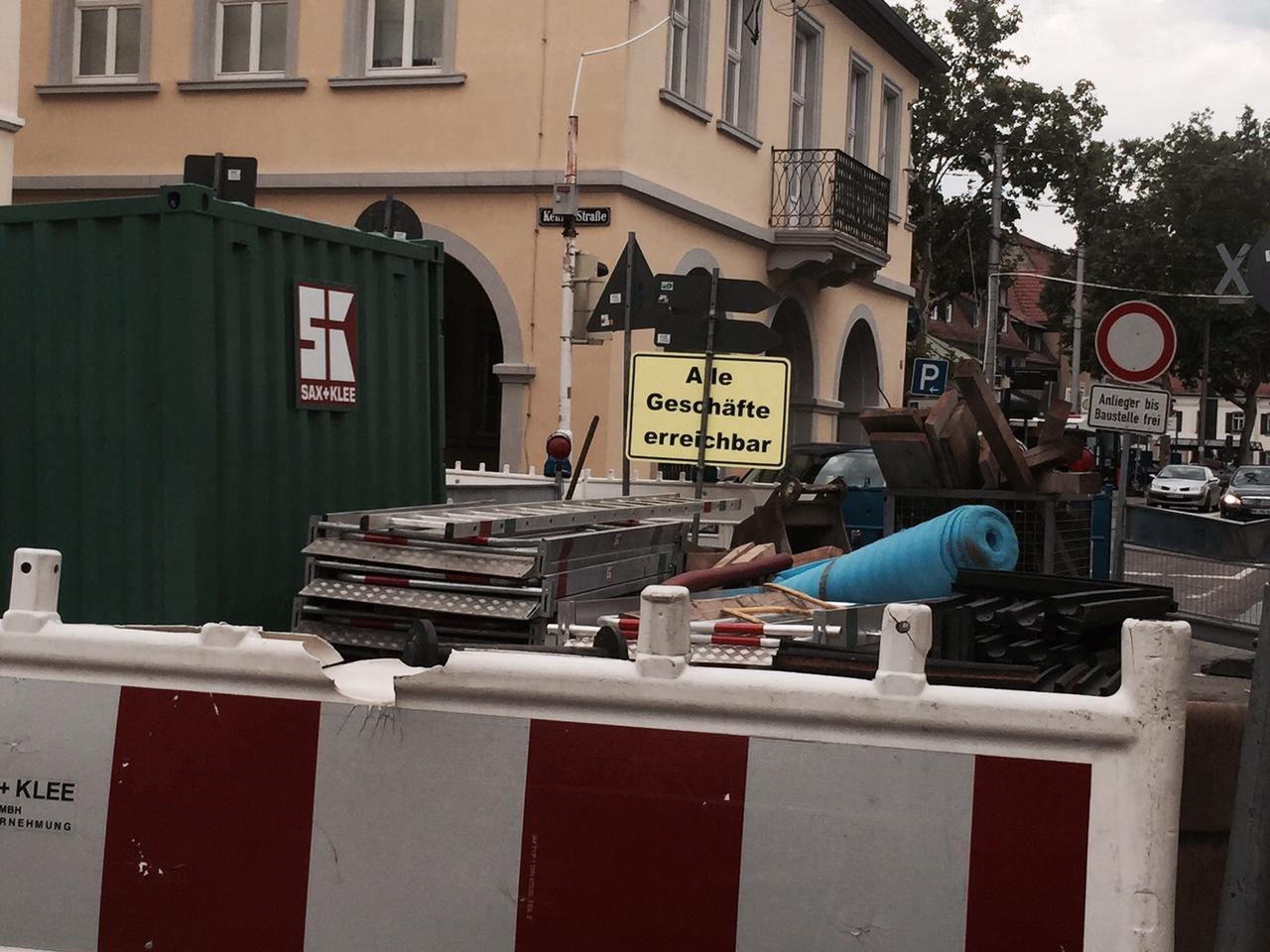 Baumaßnahmen zum barrierefreien Einstig vor dem Seckenheimer