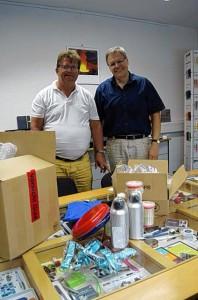 Michael Mayer und Rüdiger Treutler bei der Spendenübergabe von Menschen in  Not ohne Grenzen e.V.41_4185730976668658452_n